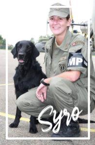 Melanie Müller Quine als Hundeführerin bei der Militärpolizei mit ihrem Betäubungsmittelspürhund Syro