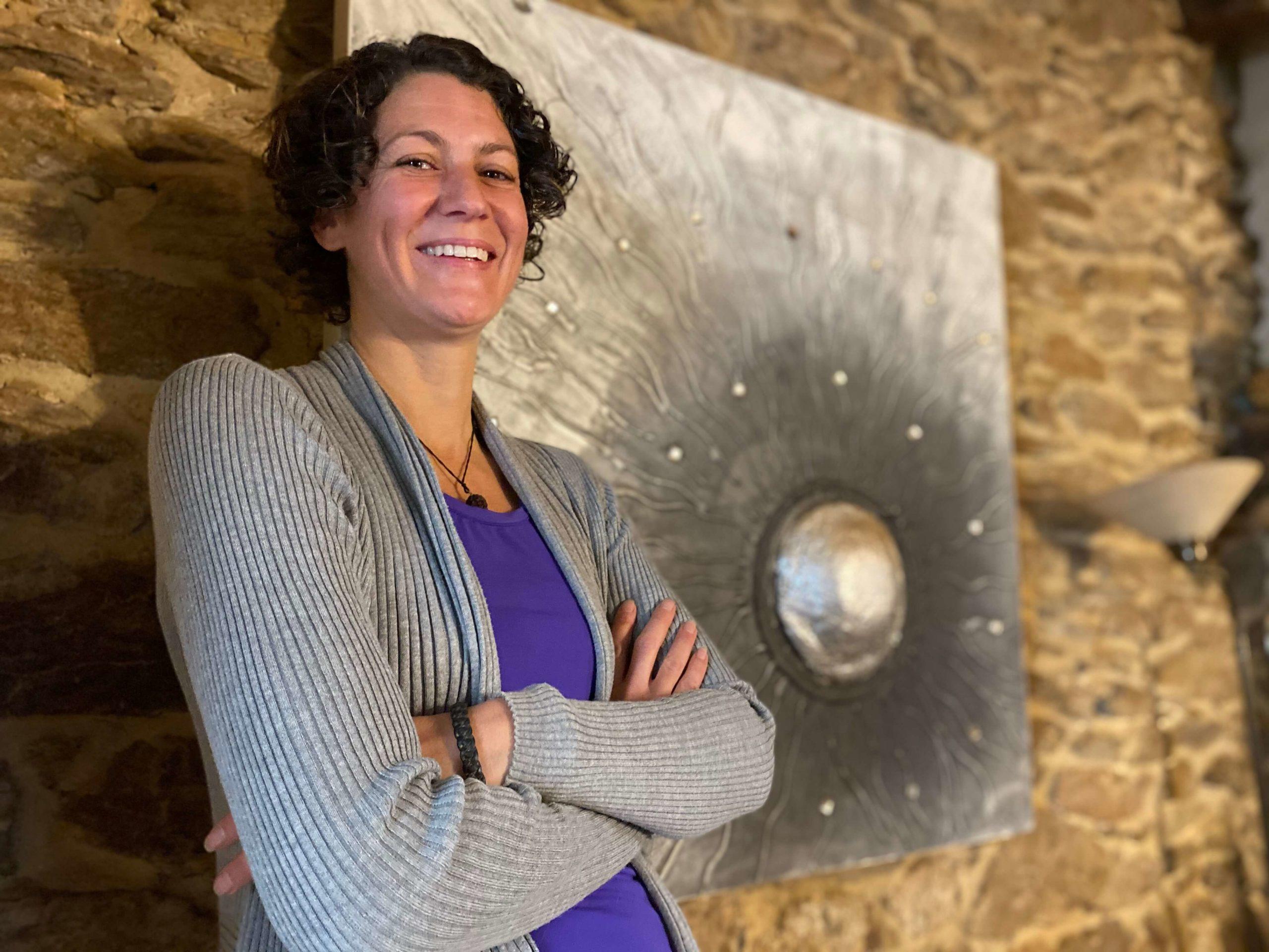 Melanie Müller Quine im Wohnzimmer ihrer Mühle in Frankreich
